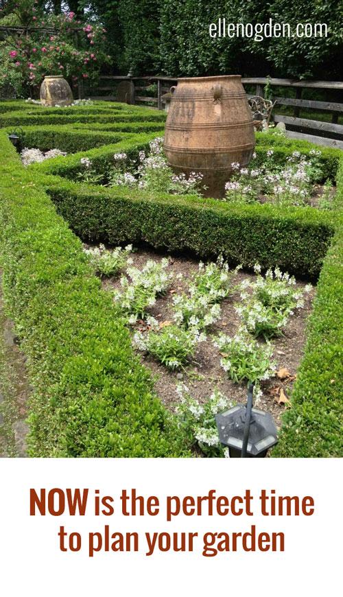 Year round garden design elllen ecker ogden for Round garden designs